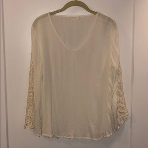 Lush shirt with laces design sleeves